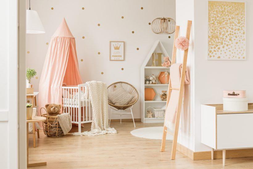 rózsaszínű kislány babaszoba